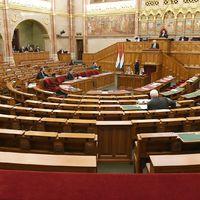 Üres parlamentben beszélt Handó, Darák és Polt