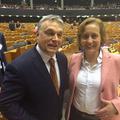 A német szélsőjobb keblére ölelte Orbánt
