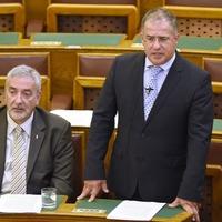 Kósa Lajos szerint aki Orbánt kifütyüli, az az ÁVH-val ért egyet