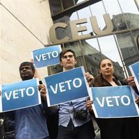 Az Orbán-kormány szánt szándékkal hagyja veszni a CEU-t, Ausztria röhög a markába