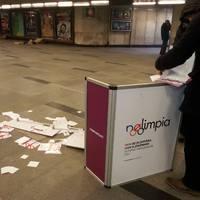 Így jön ki a fideszes frusztráció: egyre erőszakosabban lépnek fel az aláírásgyűjtők ellen