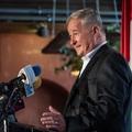 A fideszes polgármester-jelölt fizet azért, hogy zseniálisnak nevezzék