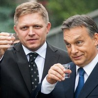 Macron szerint a hajthatatlan magyar és lengyel menekültpolitika alaposan belejátszott az olasz választási eredménybe