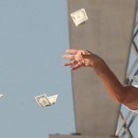 Itt a nagy milliárdos lista: Orbán kiállt az ablakba és két kézzel szórja ki a pénzt