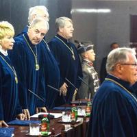 A kormánypropaganda végre elismerte az Alkotmánybíróság pártosságát