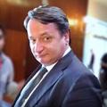 4 jel, hogy a Fidesz-kormány engedi meglépni KGBélát