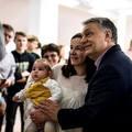 Olyan nagy a baj, hogy még Orbán 97 éves nagymamájának is el kell mennie szavazni