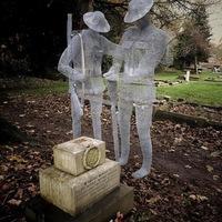 Szellemkatonák járják a temetőt