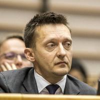 Rogán Antalt nem meri emberek közé engedni a Fidesz