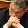 Orbán azt igyekszik sugallni külföldre, hogy nem rendítette meg a Néppárttól kapott gyomros