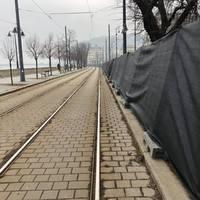 Fekete lepel mögé dugják Orbánt