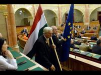 Így tiltotta ki Kövér László az EU-s zászlót a parlamentből