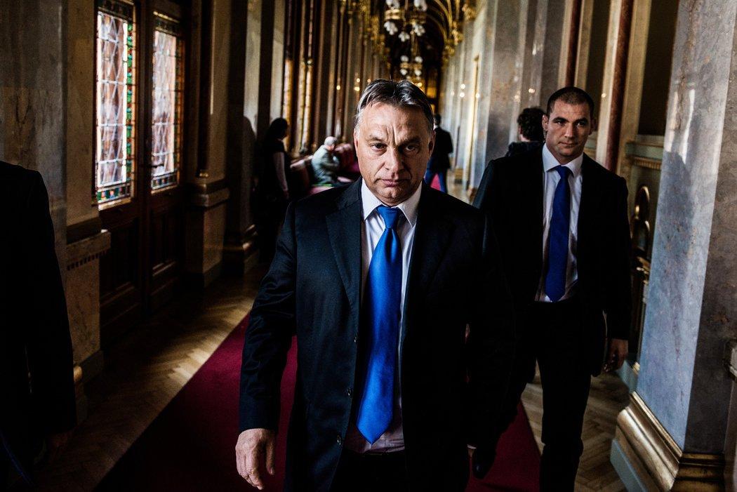 orban_parlamenti_folyoso.jpg