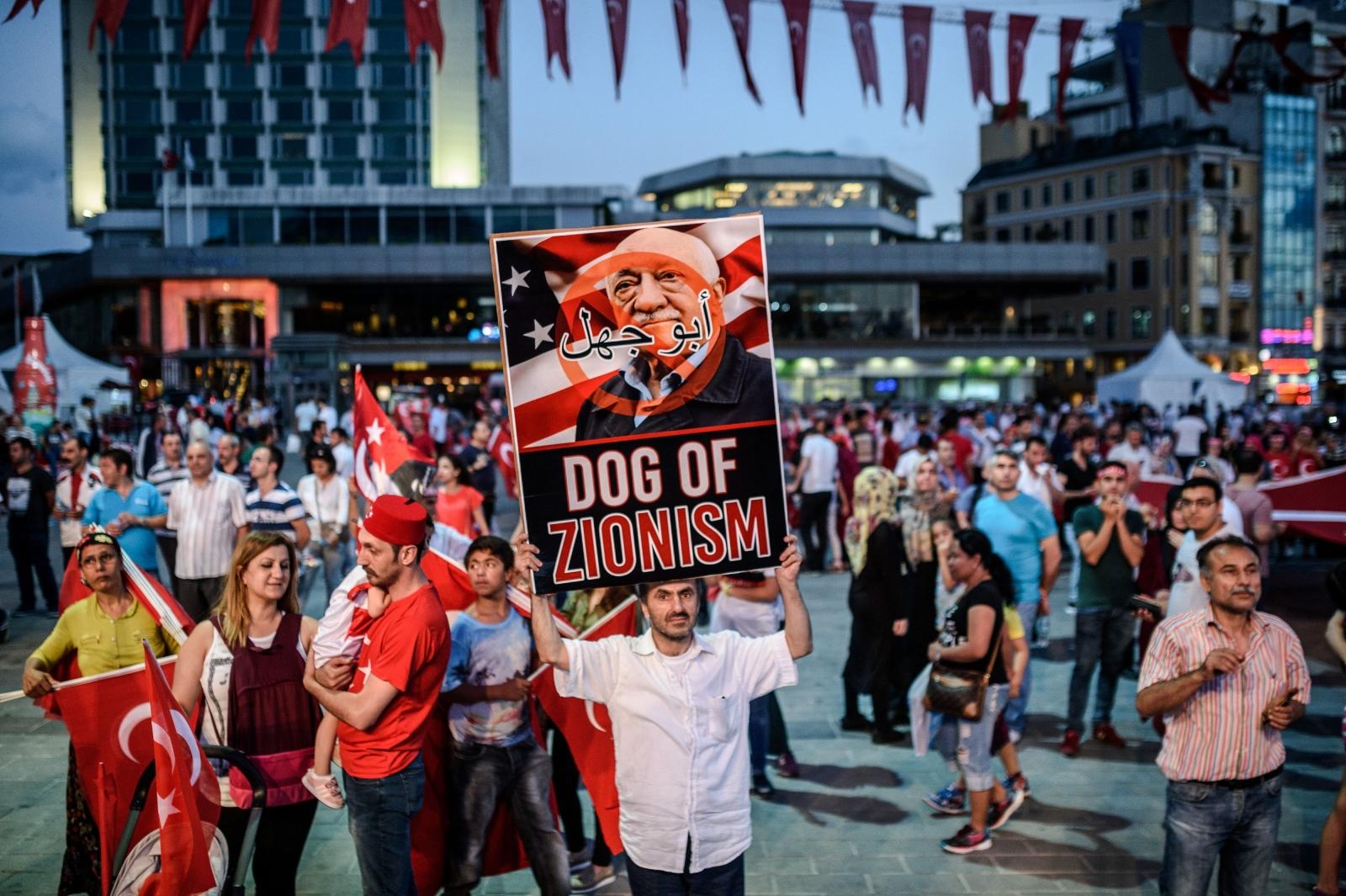 erdogan-supporters-protest-fethullah-gulen.jpg