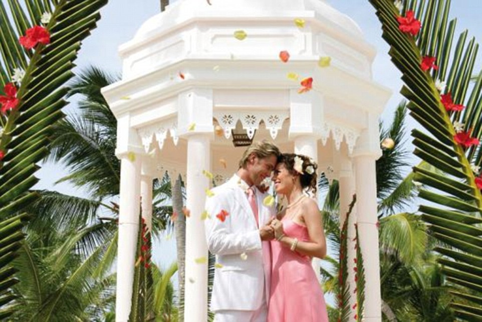 255e3a5700000578-2941268-thinking_of_a_beach_wedding_at_the_riu_palace_punta_cana_resort_-m-49_1423213630512.jpg