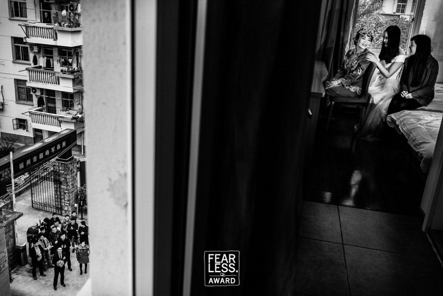 best-wedding-photos-2017-fearless-awards-261-59e4592c4bc3a_880.jpg