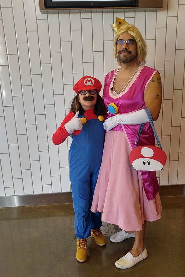 father-daughter-halloween-costumes-ideas-17-5805dd73c11bc_605.jpg