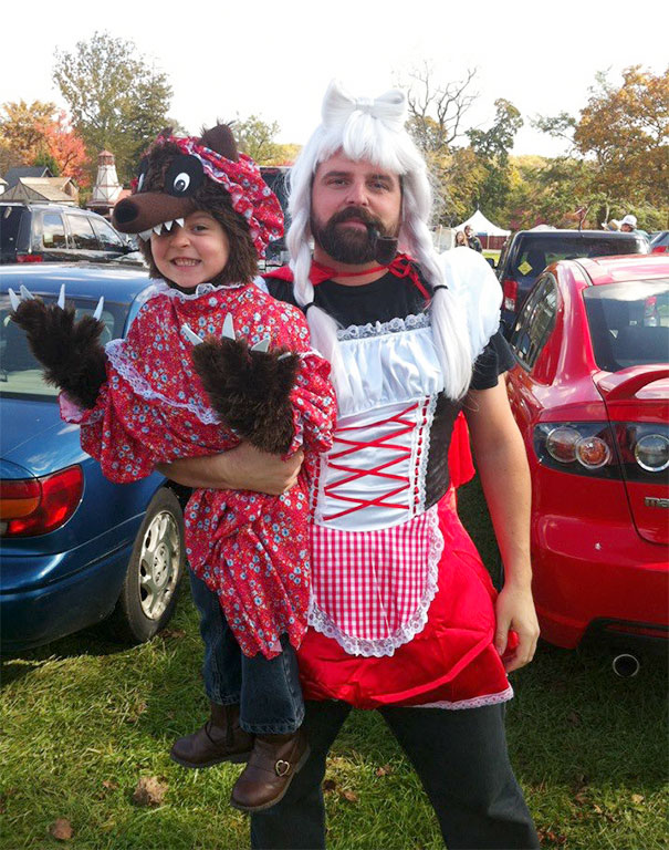 father-daughter-halloween-costumes-ideas-7-5805dd5c17937_605.jpg