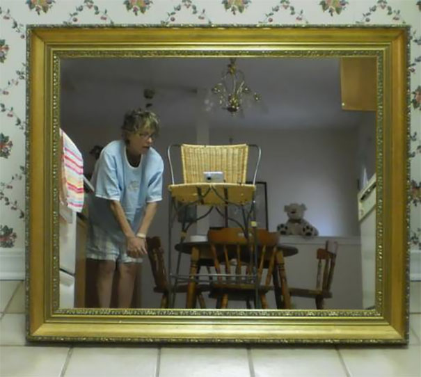 funny-people-sell-mirrors-reflections-66-5ab4d255c87f6_605.jpg