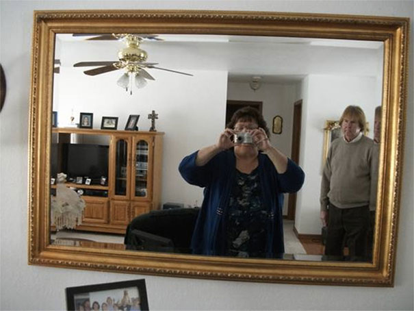 funny-people-sell-mirrors-reflections-67-5ab4d2ef878dc_605.jpg