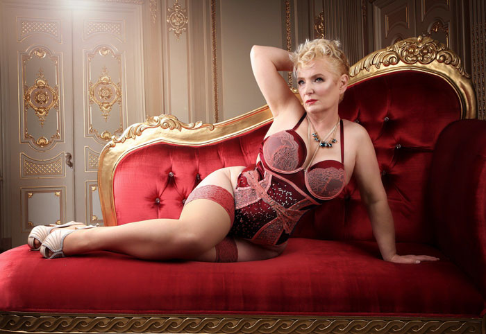 old-women-transformation-pin-up-models-dollhouse-photography-19-5b0be77dccc5a_700.jpg
