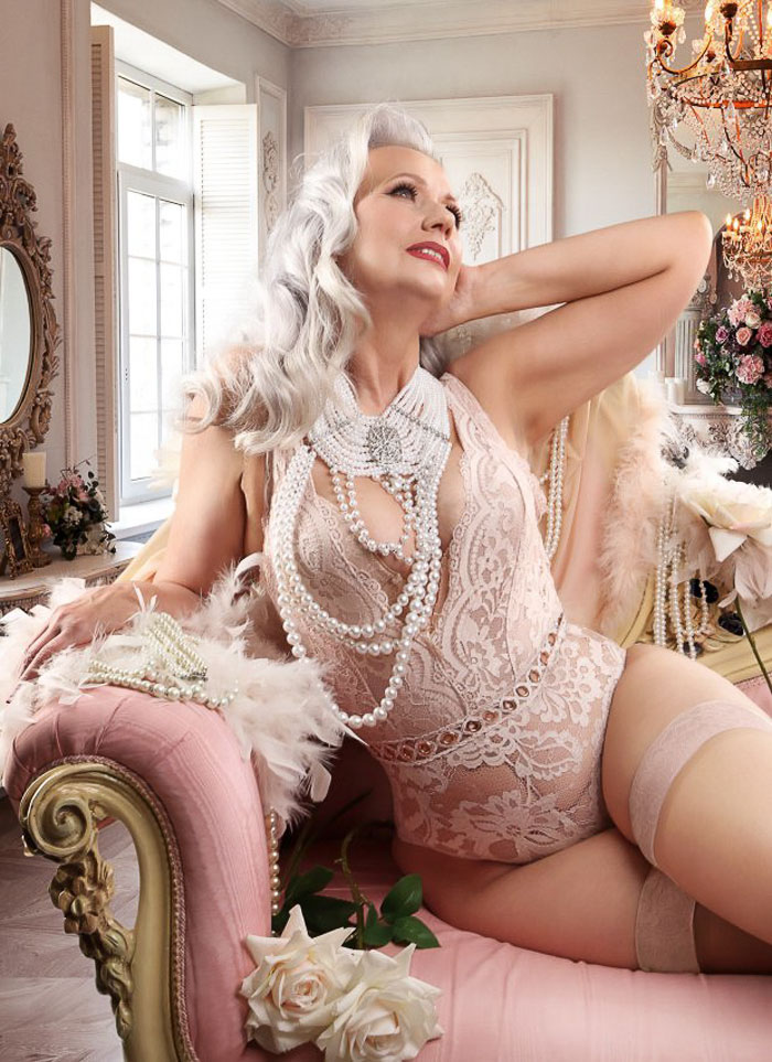 old-women-transformation-pin-up-models-dollhouse-photography-4-5b0be75d95a86_700.jpg