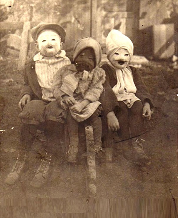 scary-vintage-halloween-creepy-costumes-12-57f6494aba1cc_605.jpg