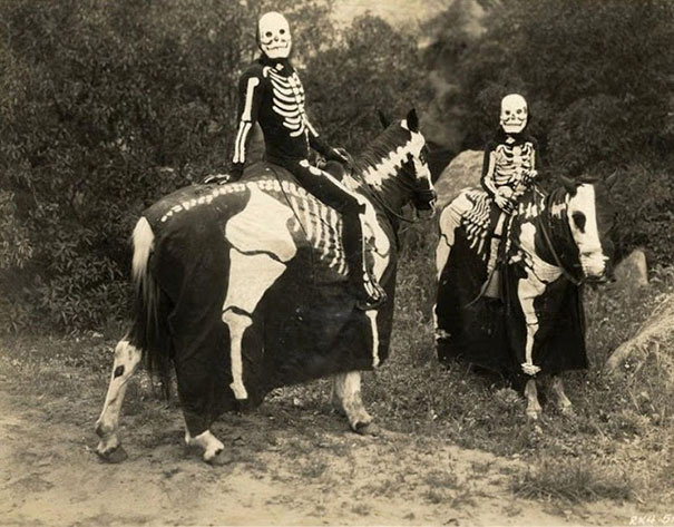 scary-vintage-halloween-creepy-costumes-34-57f65ae1f0212_605.jpg