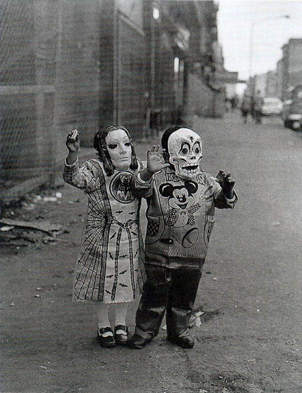 scary-vintage-halloween-creepy-costumes-44-57f662475b93f_605.jpg