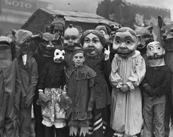 scary-vintage-halloween-creepy-costumes-48-57f665867ba34_605.jpg