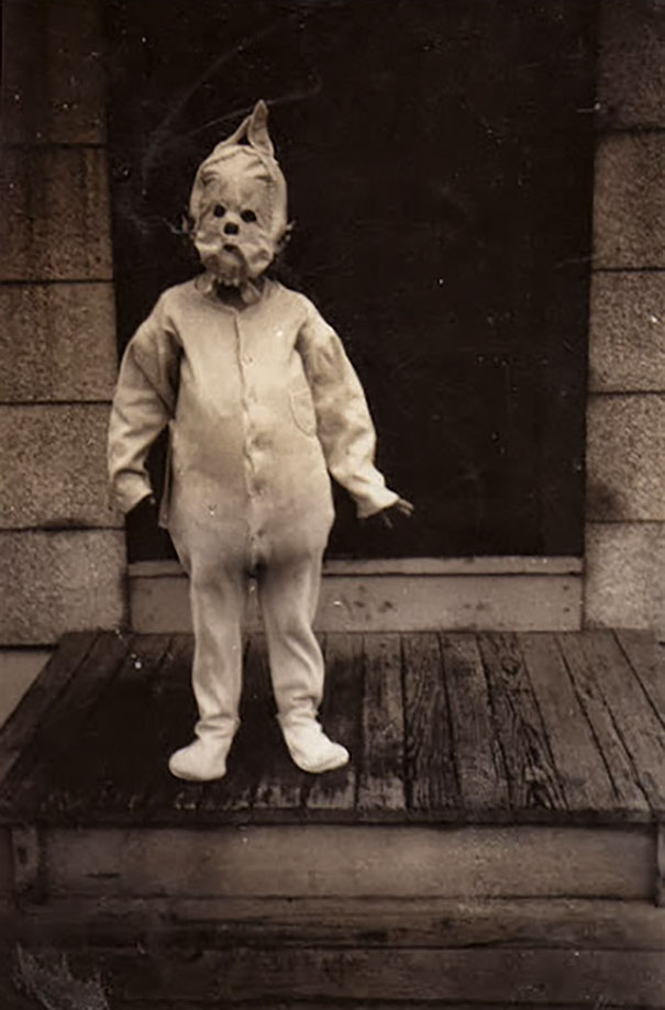 scary-vintage-halloween-creepy-costumes-64-57f74e320ea6b_605.jpg
