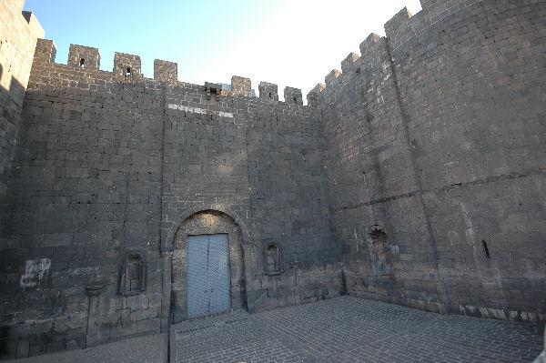 diyarbakir_harput_gate3.jpg