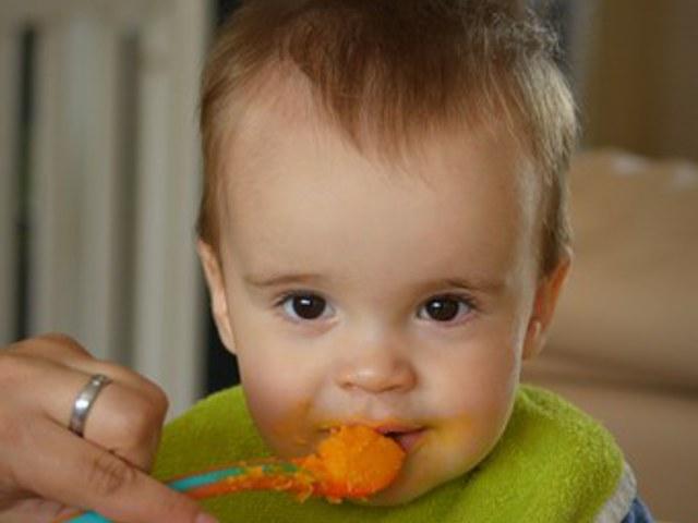 A baba etetés nem libatömés! Kövessük a baba tempóját!