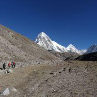 8. nap Lobuche (4930 m) – Gorak Shep (5160 m) – Everest alaptábor (5400 m)