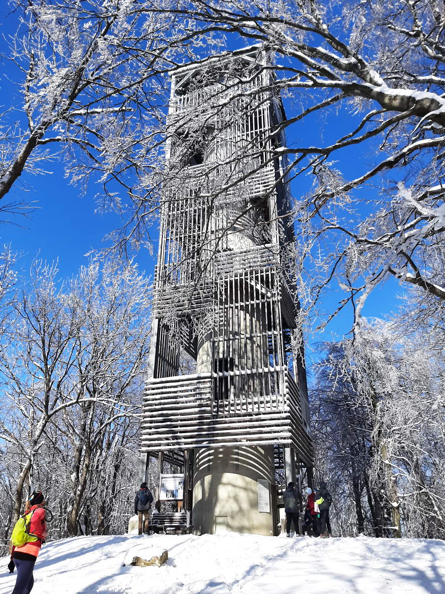 A Csóványos csúcsán 2014-ben épült kilátó