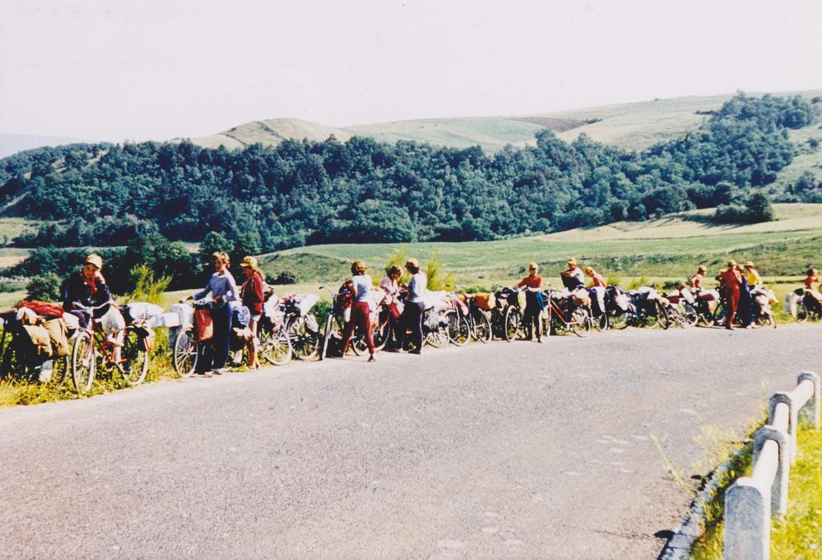 Pihen a csapat valahol a Cserhát dombjai között