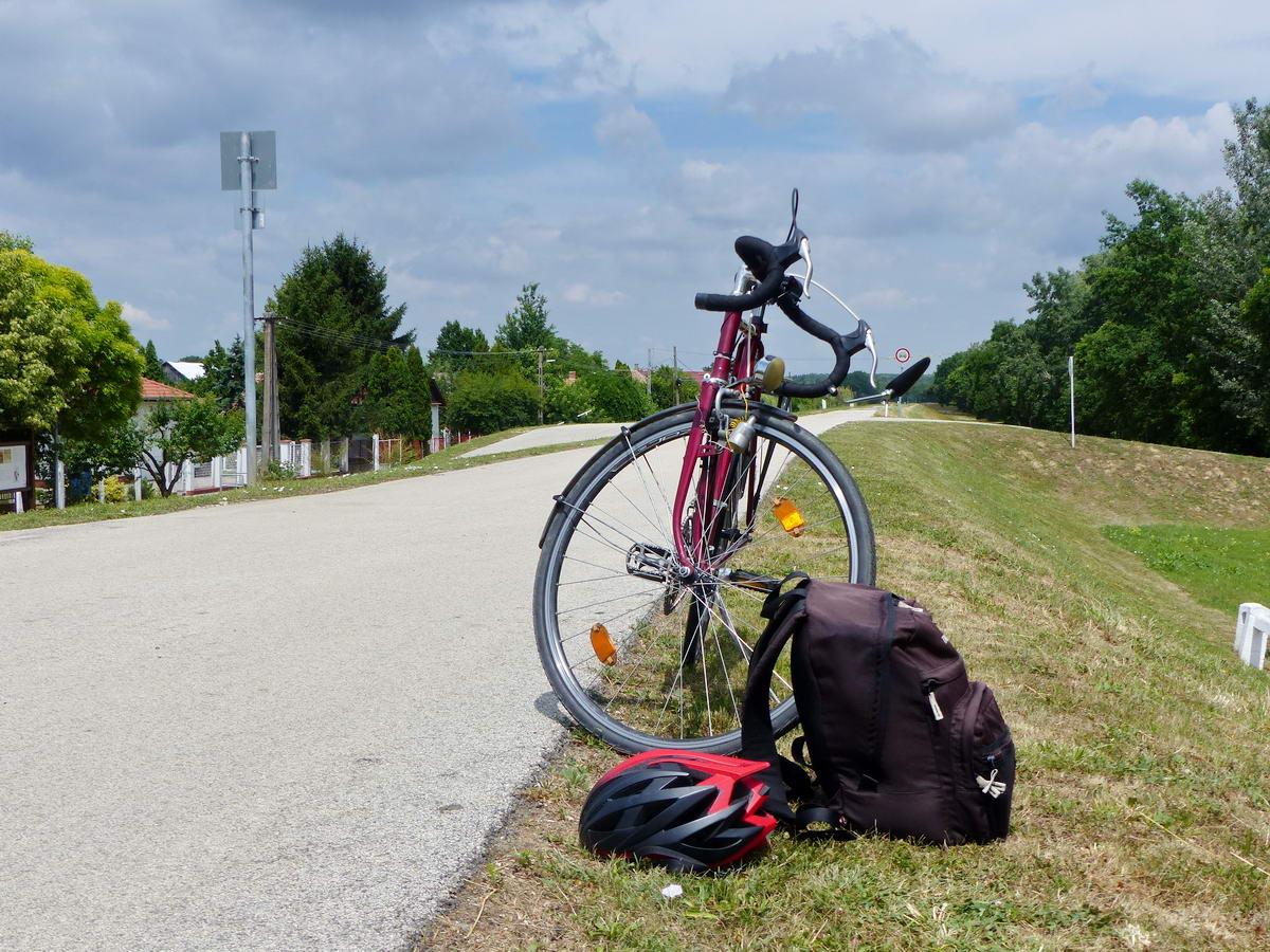 Megálltam egy rövid pihenőre Kőteleknél. Itt döntöttem el, hogy inkább országúton folytatom az utam.