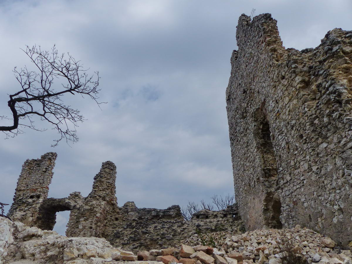 Romos várfalak között 3.