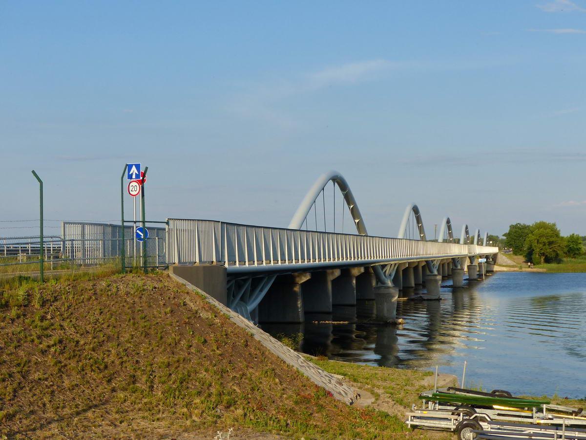 2020-ban adták át a Poroszlónál a Tiszát keresztező kerékpáros hidat