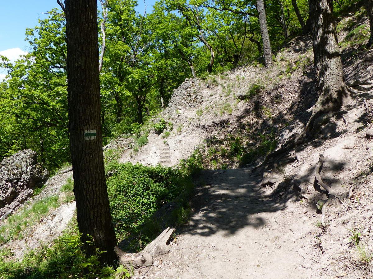 Egy helyen lépcsőket is vágtak a sziklákba