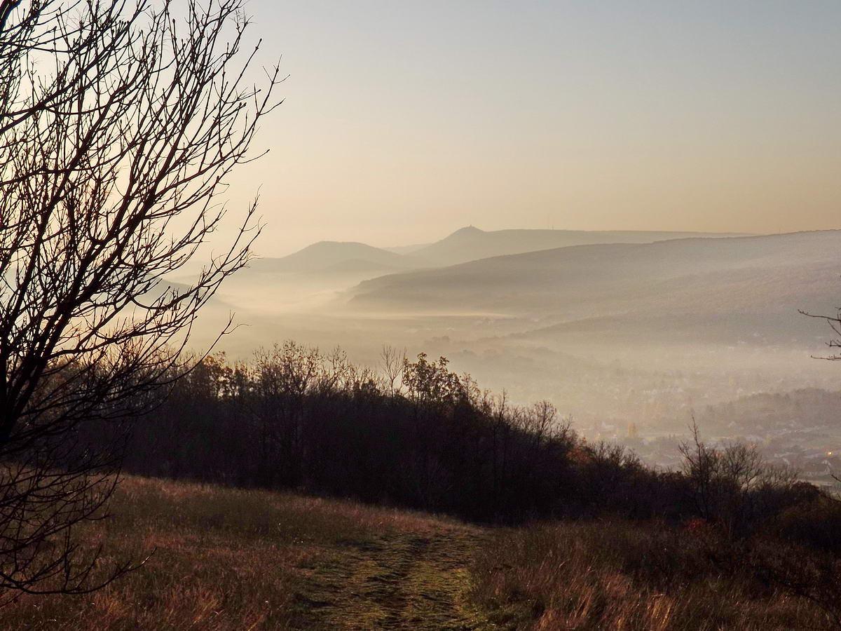 Ha a csúcs a köd fölé nyúlik, ilyen a kilátás (a kép 2013. októberében készült)