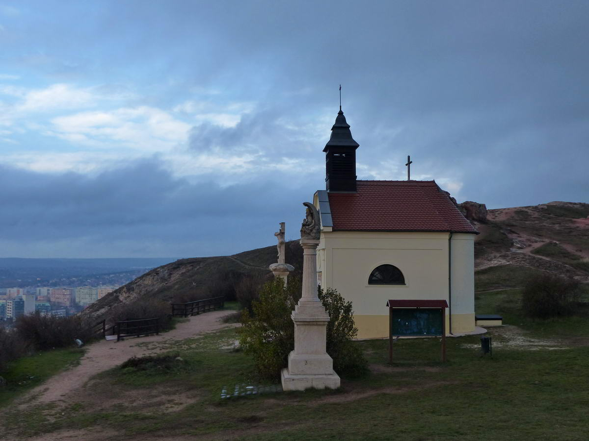 Fenn a Kő-hegy tetején a Szeplőtelen fogantatás Kápolnánál