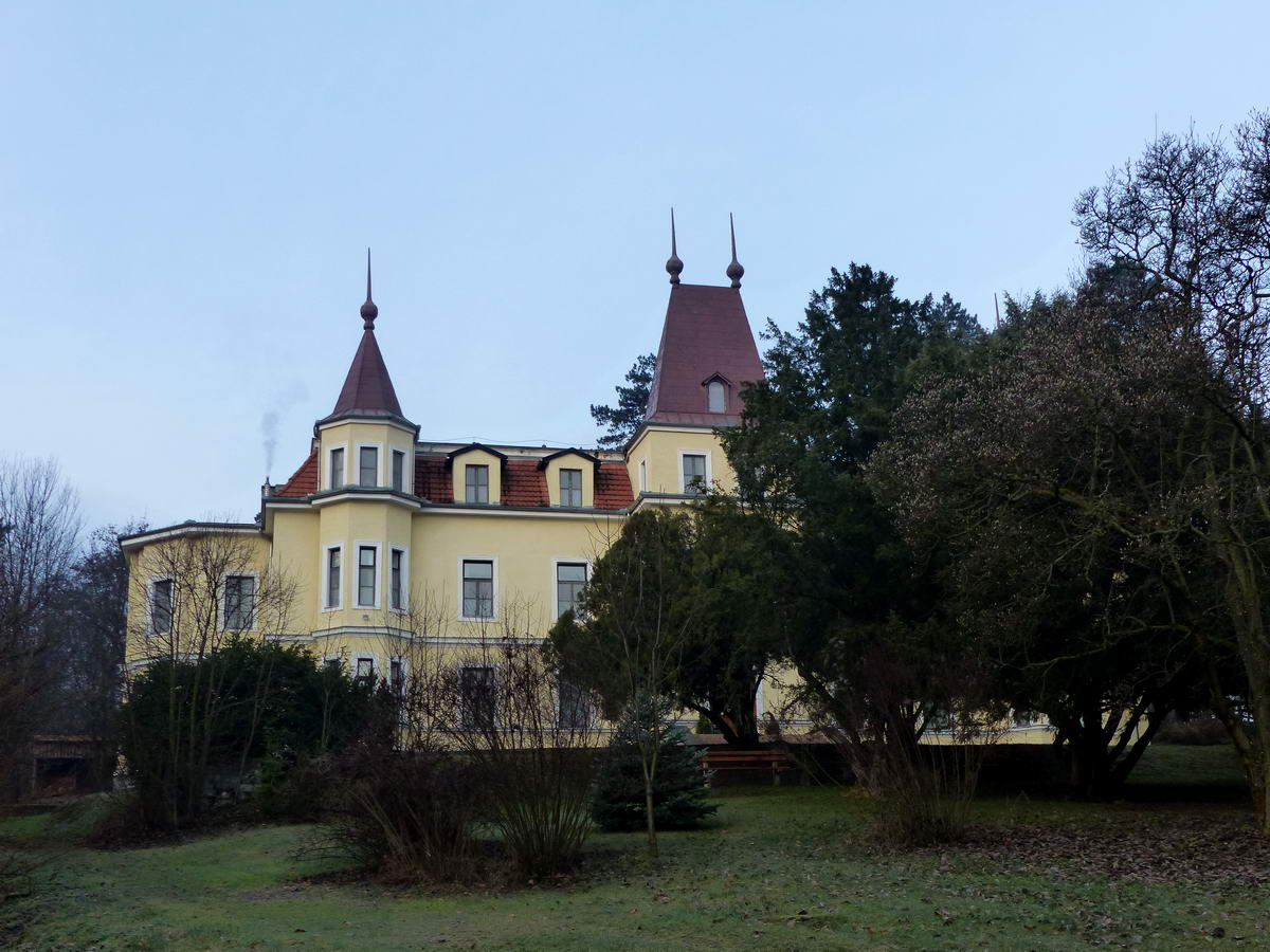 Csobánka határában áll a szép Margitligeti kastély