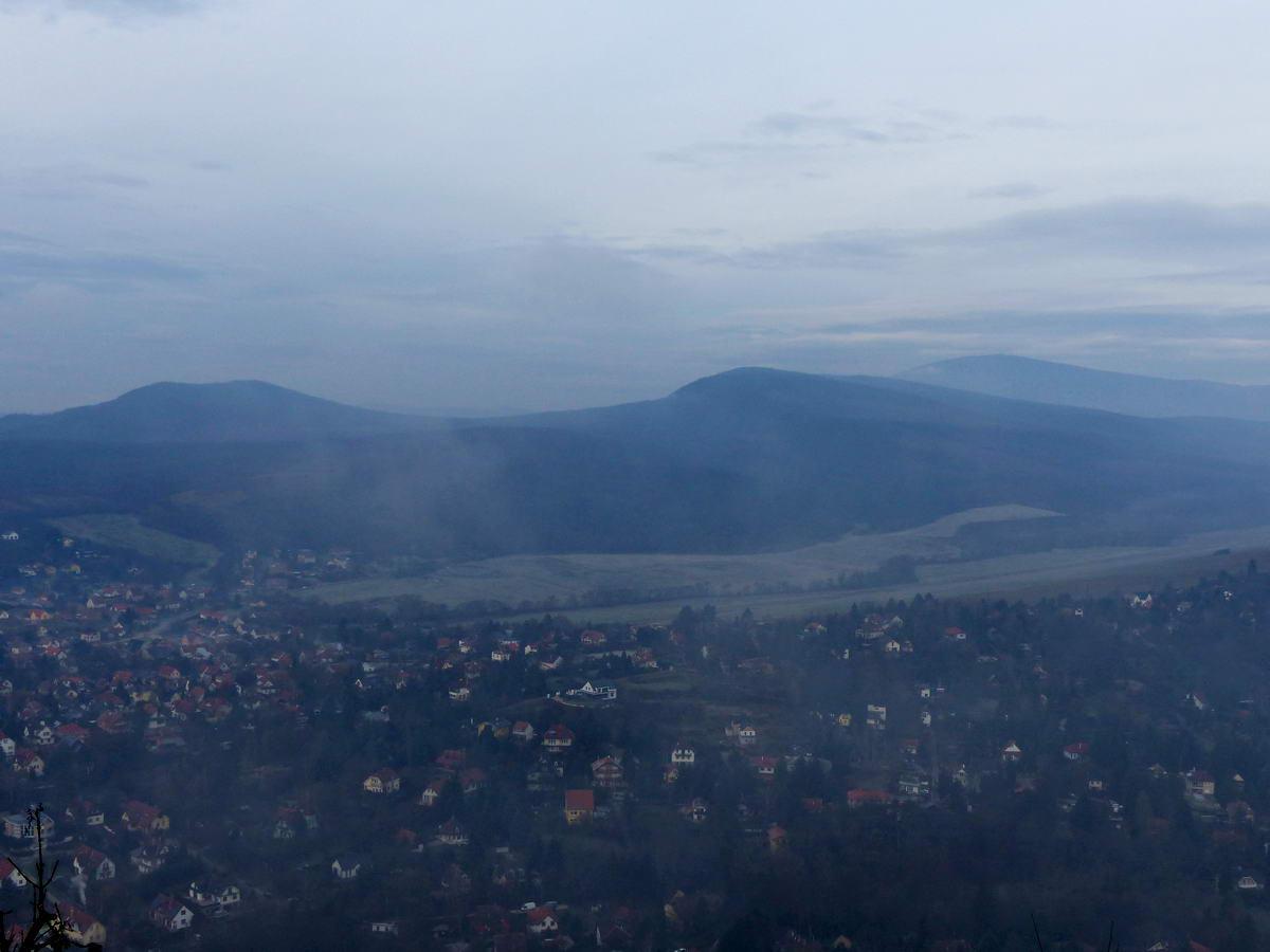 Ködös kilátás az Oszolyról Csobánkára
