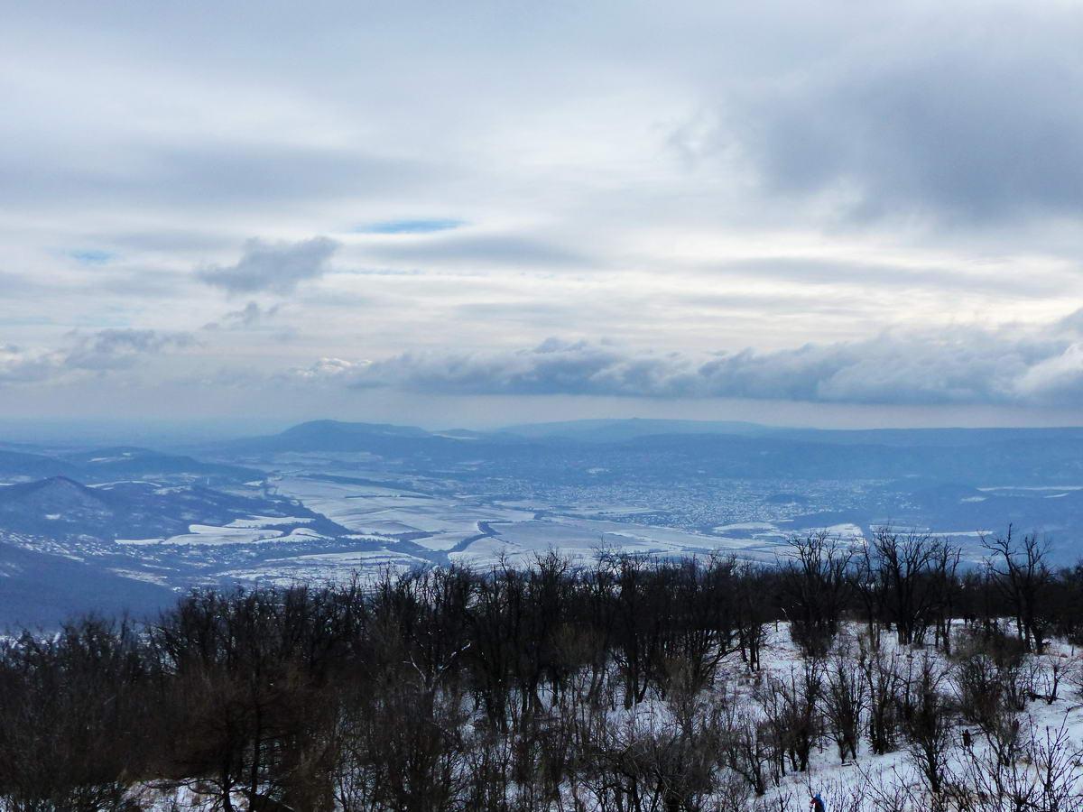 Kilátás a Budai-hegységre és a Pilisvörösvári-völgyre