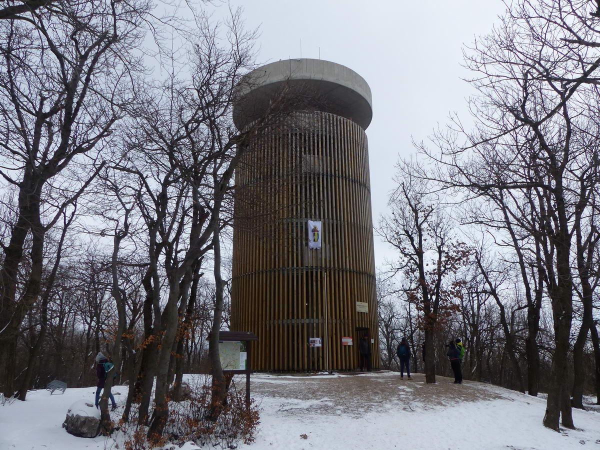 Megérkeztem a Pilis-tető volt katonai objektumában álló Boldog Özséb kilátóhoz