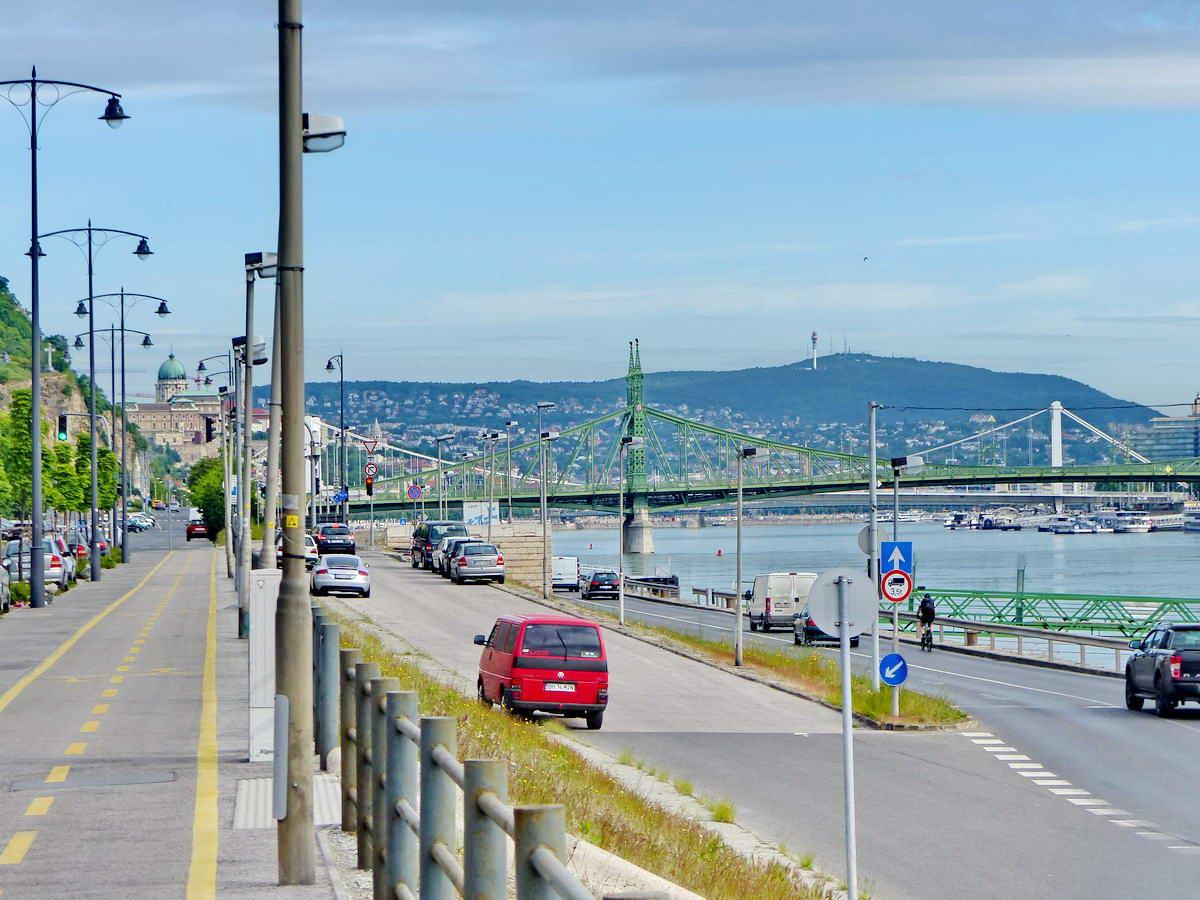 A Duna és a hidak látképe a Petőfi hídtól