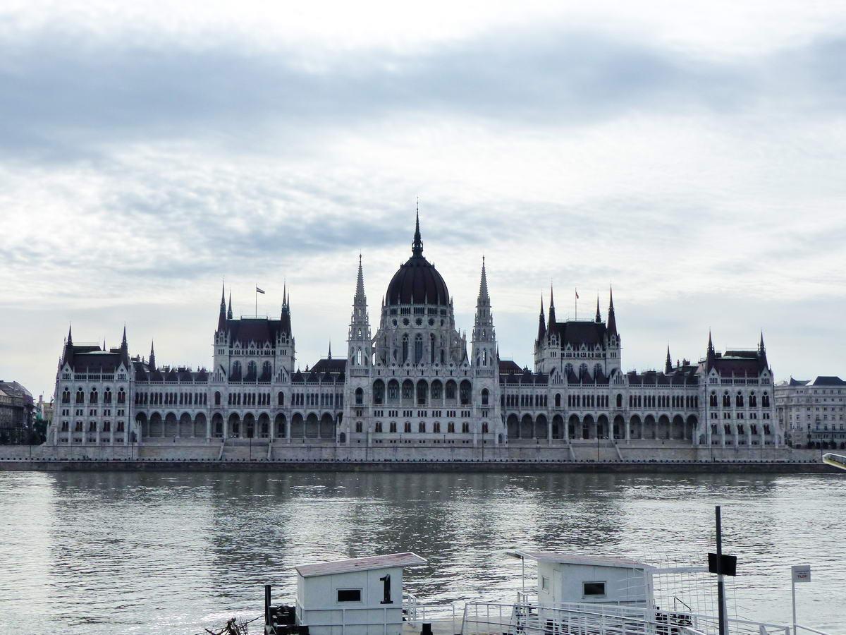 Szemtől szemben a Parlamenttel (a kép a Batthyány térről készült)