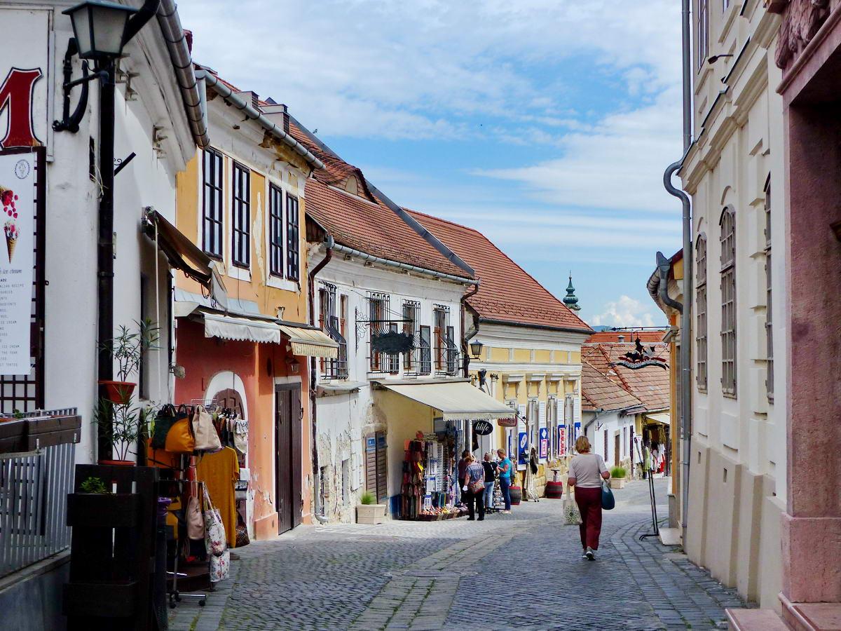 Néptelen utcákon Szentendrén