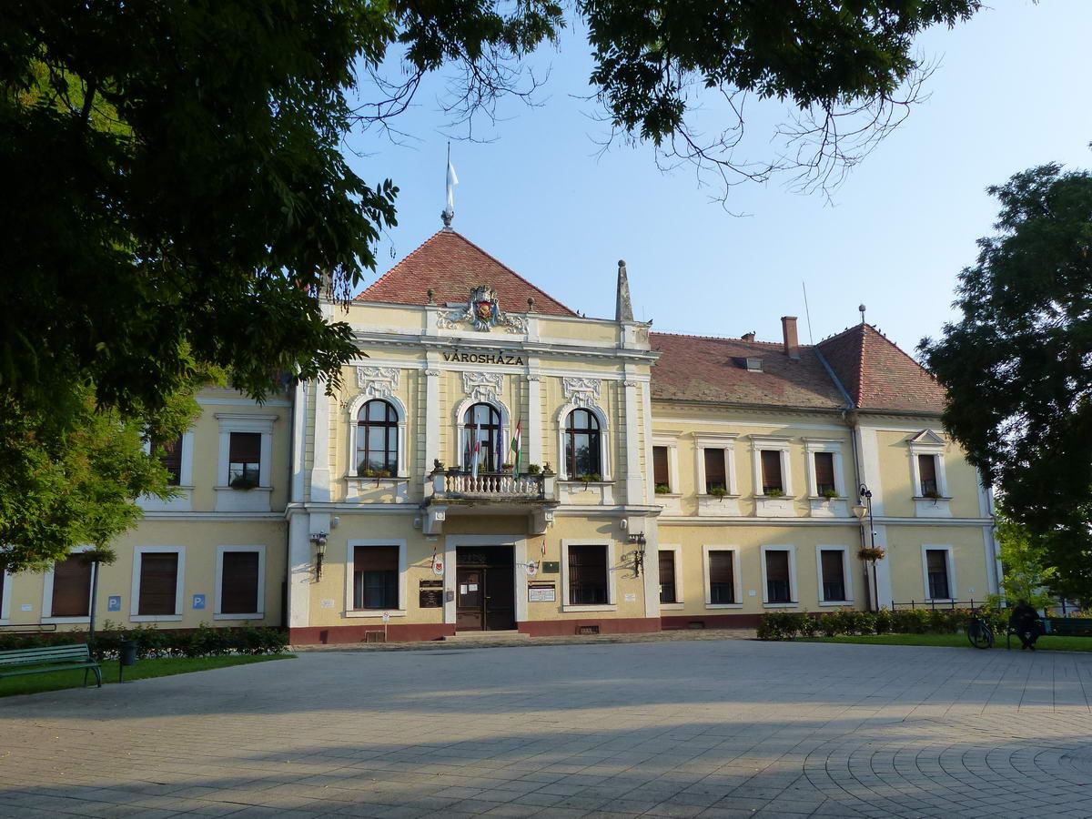 A szépen felújított abonyi városháza